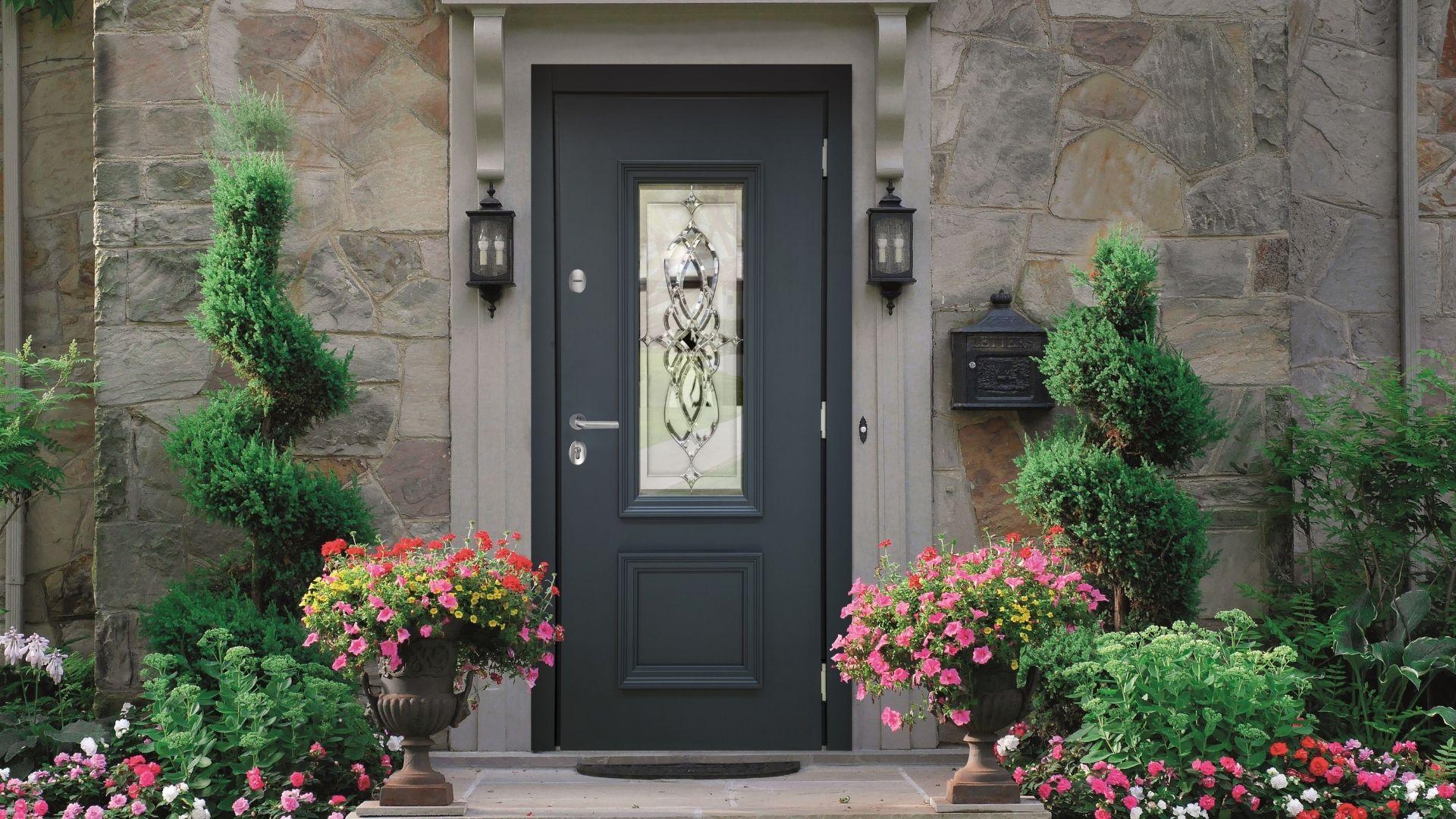Теплая входная дверь «Алерт» с витражом Серии Хаски