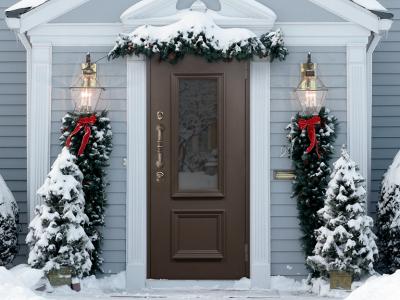 Алюминиевые багеты: дверь в классическом стиле